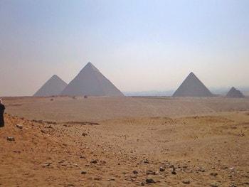 古代文明の象徴・ピラミッドのイメージ画像